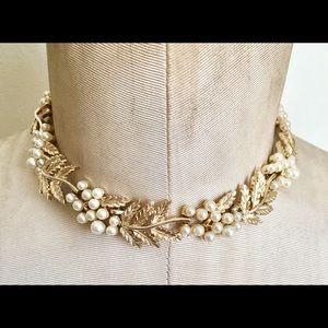 TRIFARI Vintage Gold pearl necklace